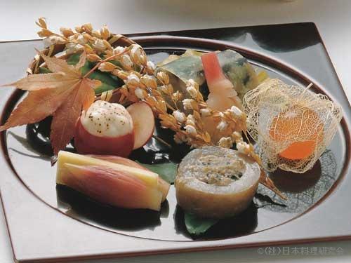 焼鯖寿司、鬼灯玉子、通草印籠焼、だだちゃ豆、蓮根煎餅、焼茗荷チーズ挟み、姫りんごグラタン
