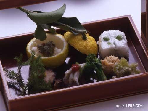 柚子釜・氷魚芋鮨・猪味噌漬・春子旨煮・揚蕗の薹・うすい豆寄せ・鯛の子