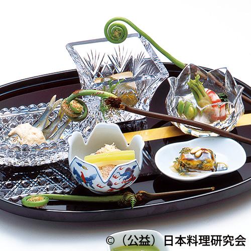 鮑柔か煮、田芹松の実焼、春山菜種々、若鮎二杯酢焼、鯛の子揚煮