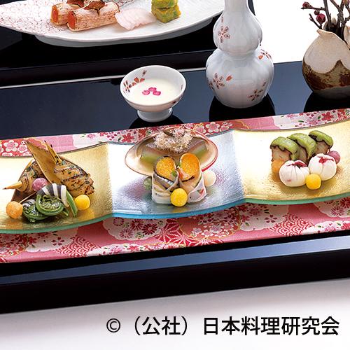 手綱寿司、蛤雪洞和え、五色野菜雛霰、春山蛸、筍・鮎魚女木の芽焼、こごみ利久巻、曙百合根
