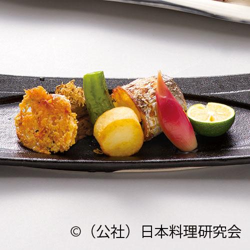 牛フィレ肉油焼スモーク風味マスタードたれ、太刀魚巻繊焼、桜海老チーズ煎餅
