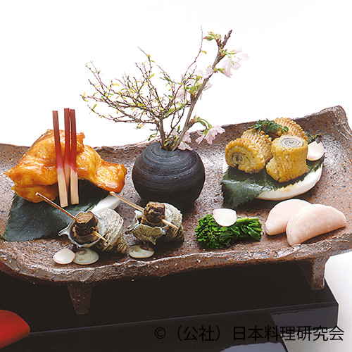 桜鱒燻製黄衣、穴子年輪木の芽焼、姫栄螺旨煮