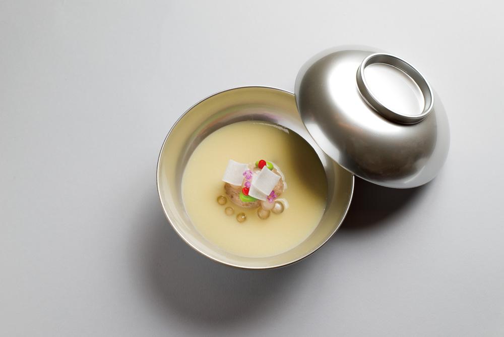 紫陽花見立(玉蜀黍フォアグラ、擂流し、タピオカ、 鶉安平、梅肉)