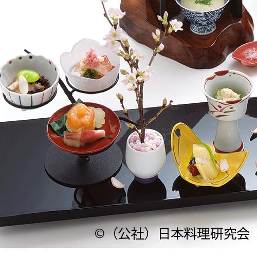 うるい浸し、乾酪白和え、飯蛸桜煮、金目鯛昆布〆、鱒の介桜花寿司