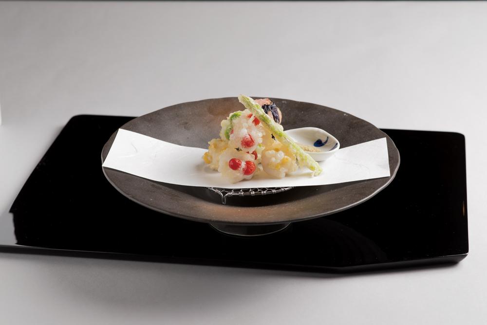 鱧白扇揚(紫陽花見立、枝豆、マイクロトマト、玉蜀黍、梅昆布塩)