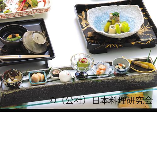 海老・姫竹焙じ茶焼、平貝若葉和え、小川鱒、稚鮎松前煮、牛桜の葉巻、抹茶豆腐
