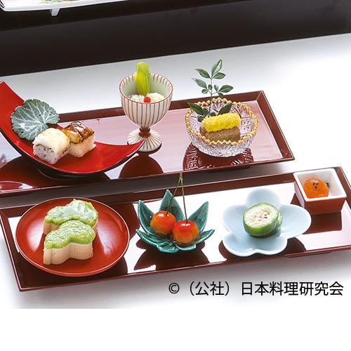 枇杷玉子、蕗・あみ海老醤油和え、鱧寿司、フォアグラ瓢豆腐、小メロン鋳込み、クリームチーズ桜桃、うるか和え