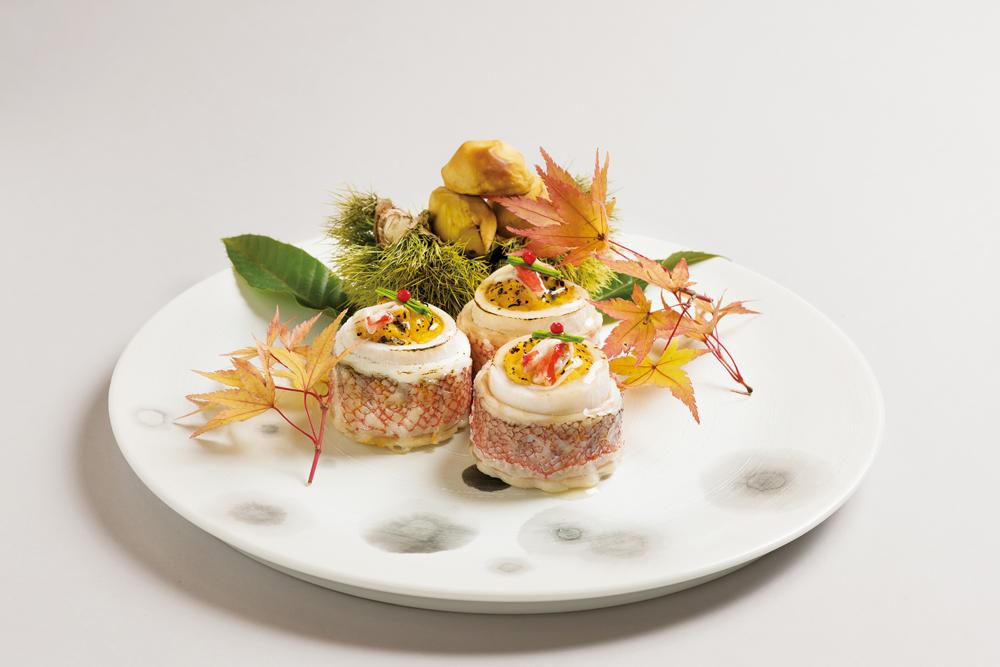 甘鯛巻繊焼(海老芋釜、芽葱、赤胡椒、蟹餡、焼栗)