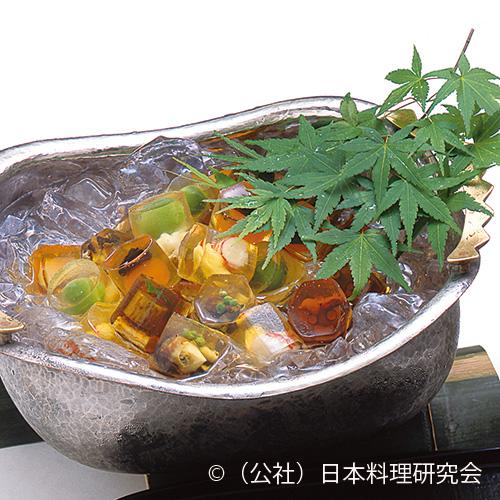 山椒入り栄螺、香茸に鼈甲玉子、フォアグラ百合根、青梅・鱧、蛸小倉煮、才巻・白アスパラ、鰻・牛蒡