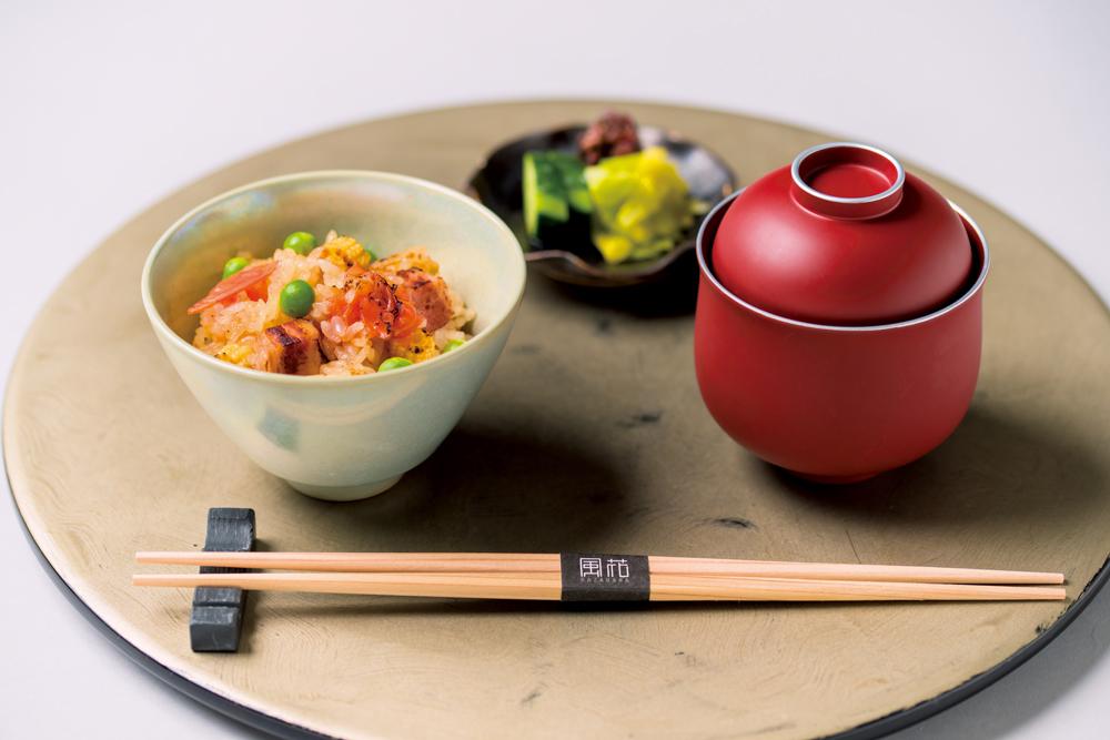 塩豚かやくご飯(玉葱、唐柿、碓井豆、姫玉蜀黍、椎茸、揚葱)