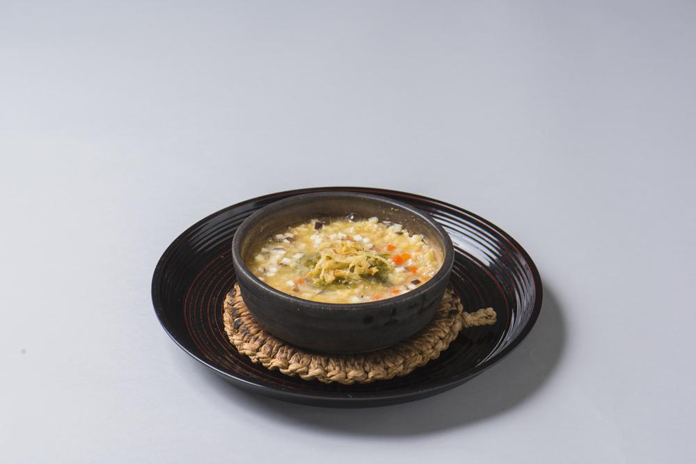 馬鈴薯玉子雑炊(鶏そぼろ、独活、人参、椎茸、蕗の薹味噌、揚玉葱)