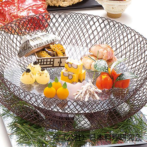 甘鯛吟醸焼、常節旨煮、零余子石垣寄せ、小玉葱鋳込み、山茶花寿司、南瓜柚子見立、かりんとう牛蒡