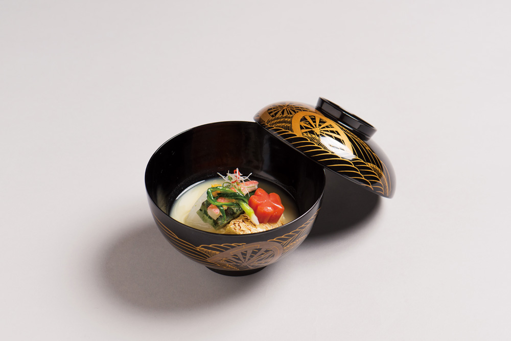 白味噌仕立(蓬麩・焼湯葉、蕪、椎茸、 人参、三つ葉、 辛子)