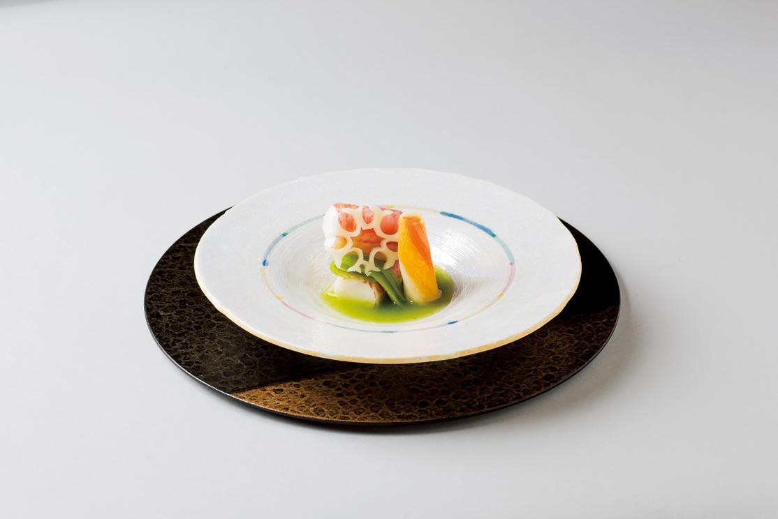 たらば蟹糝薯白菜巻煮(雪輪蓮根、縒り彩り野菜、春菊餡、青梗菜)