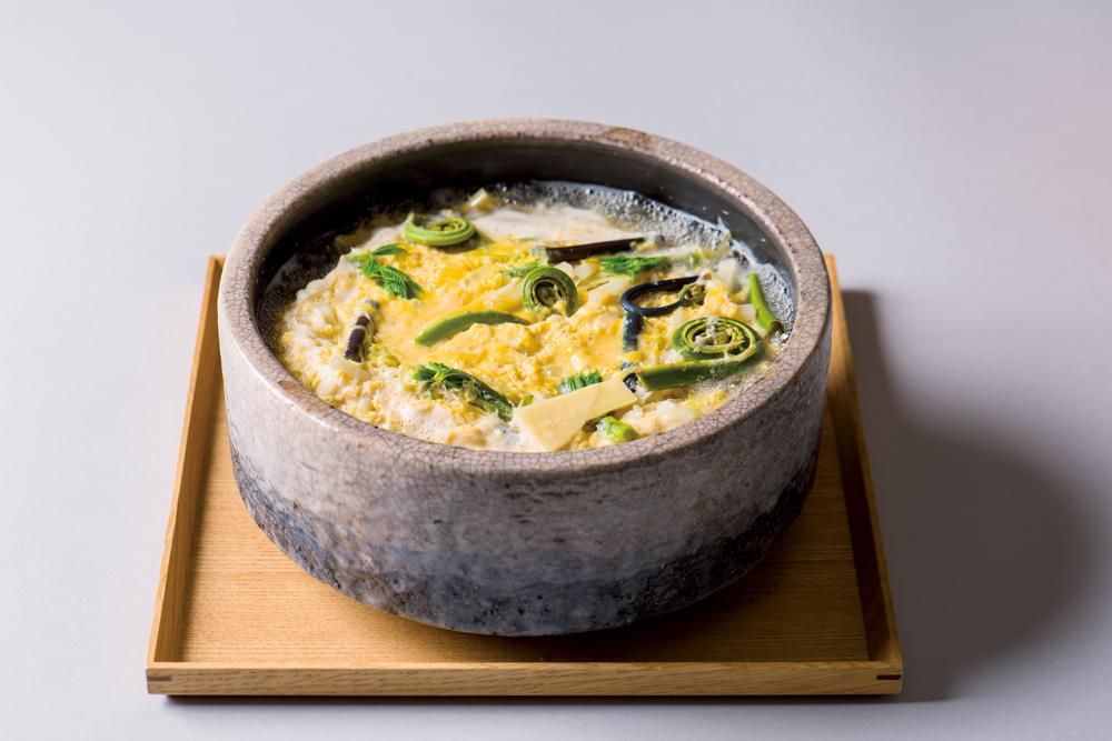 山菜玉子雑炊(筍、独活、蕨、こしあぶら、こごみ、茗荷、卸し生姜)