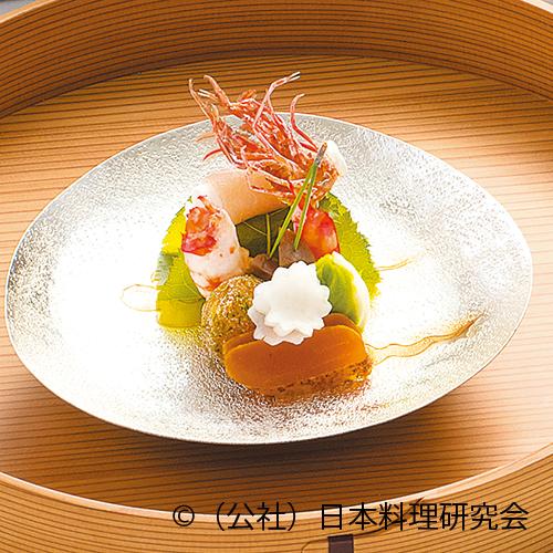 針魚押し寿司桜葉包み、粥漬海老乾酪和え、金柑玉子木賊揚、蕪生ハム巻、二色茶巾絞り、唐墨大根、鼈甲生姜松葉刺し