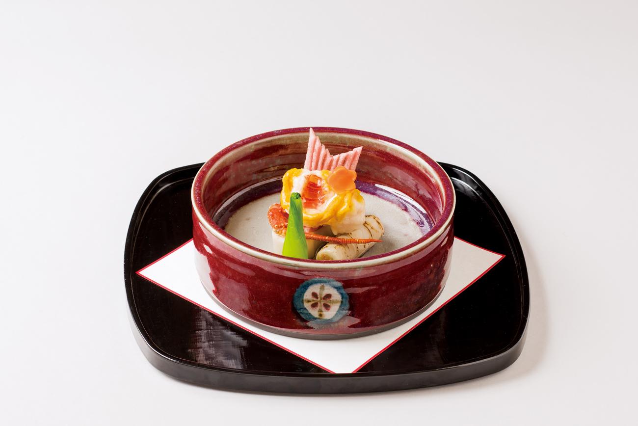 伊勢海老雲丹煮(勾玉海老芋含め煮、筍土佐煮、紅芋煎、花人参、青梗菜)