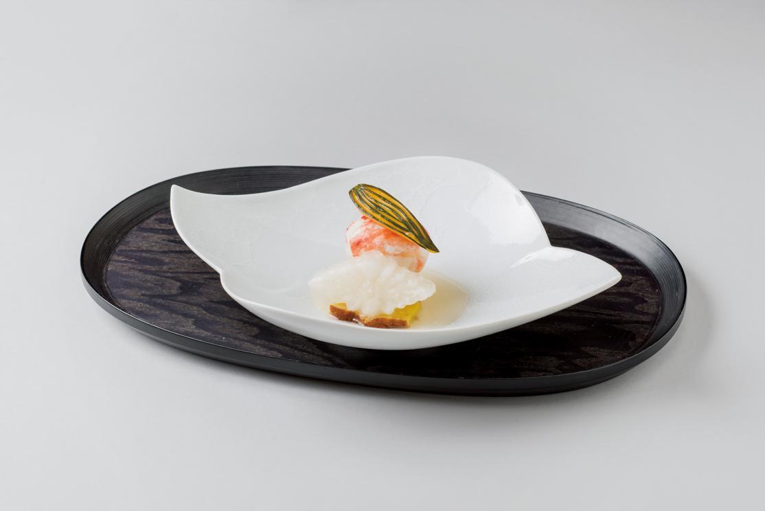 たらば蟹蓮根饅頭(菊花大根酒粕漬、粟麩オランダ煮、笹葉南瓜)