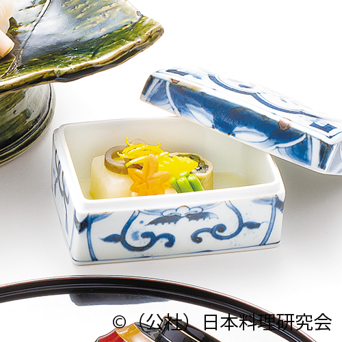 蕪含ませ、薇東寺巻、高野豆腐博多煮、丸十蜜煮、管牛蒡、紅葉人参、隠元