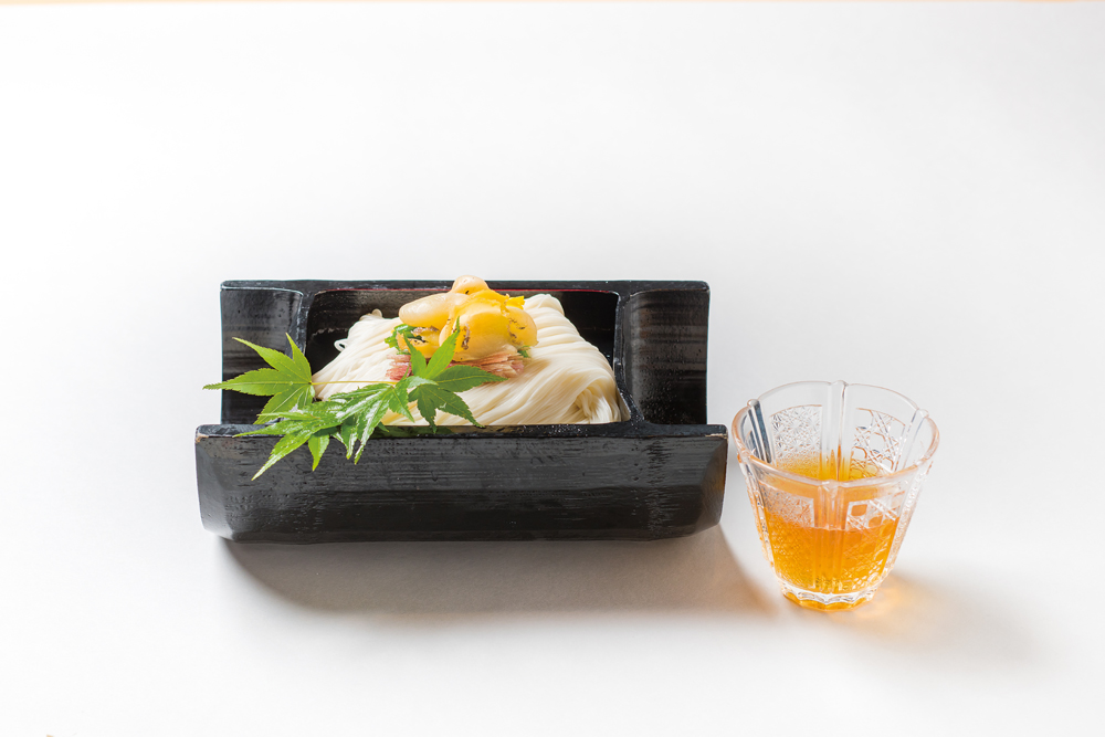 冷製素麺(鮑、オクラ、子茗荷、錦糸玉子、浅葱、生姜)