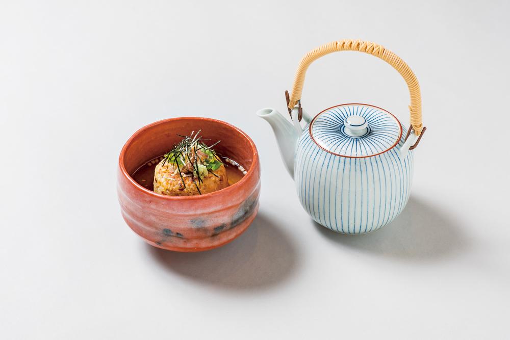 魳焼おにぎり茶漬(子茗荷、本三つ葉、胡麻、あられ、海苔、山葵)