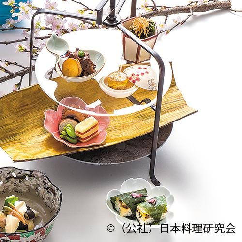 山菜山葵浸し、鯛の子寄せ、和牛味噌煮、飯蛸柔煮、鮭燻製博多、蚕豆艶煮、白魚桜寿し