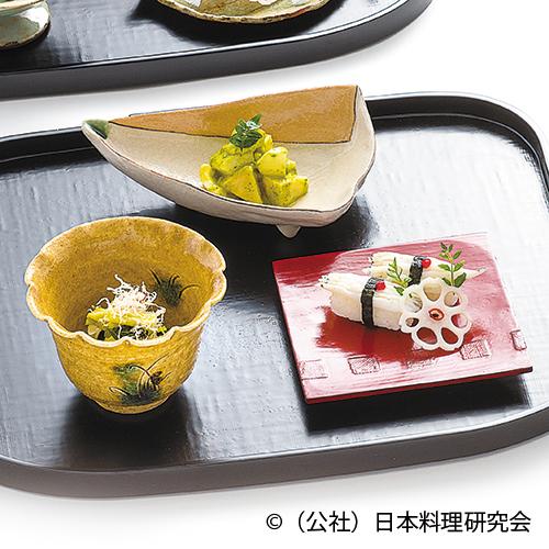 筍木の芽味噌和え、白魚ずし、花山葵大根土佐酢浸し