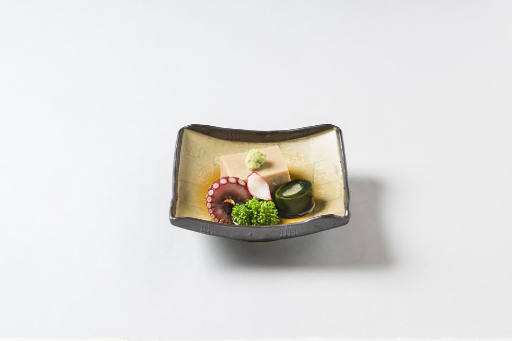 胡麻豆腐(菜花、芽巻数の子、蛸燻製、花弁百合根、山葵)