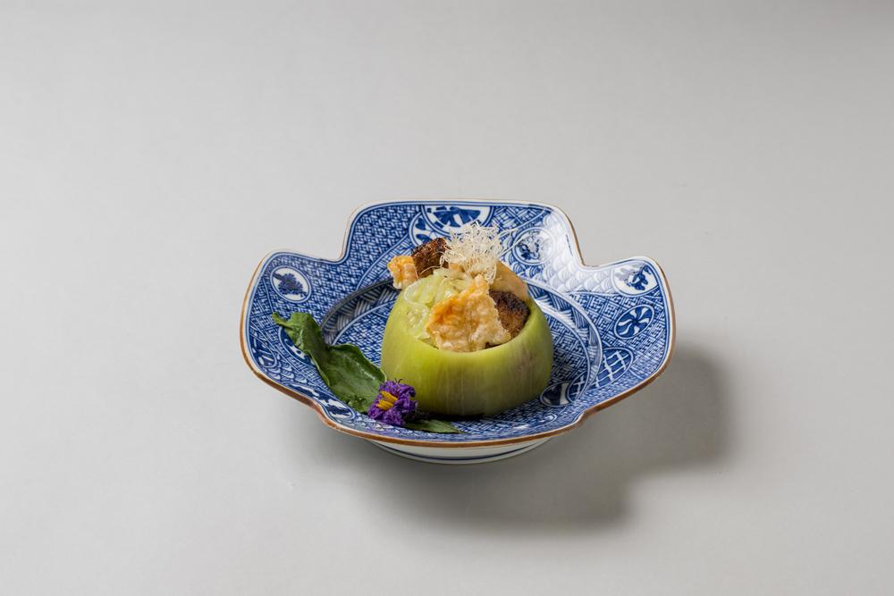賀茂茄子焼素麺(シャラン鴨ダック風、海老煎餅、揚葱、旨味粉、泡味噌上澄そーす)