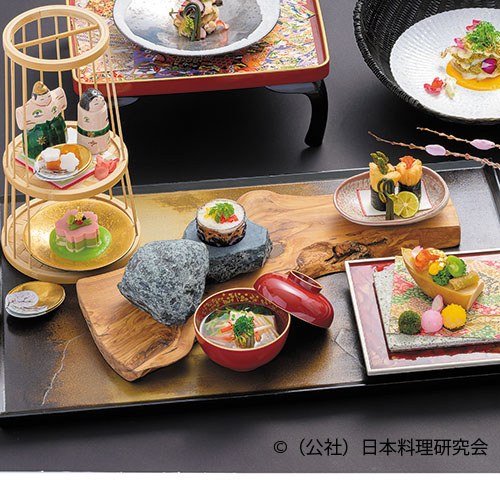 筍船盛、海老水晶、一寸豆蜜煮、菜花雪華掛け 黄身辛子添え、三色桜花豆腐 、春小蕪三色 花見団子