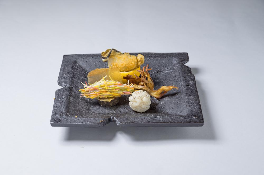 じゃが芋ベーコン蓑揚(牡蠣香煎揚、里芋松ぼっくり、舞茸流木、柚子)