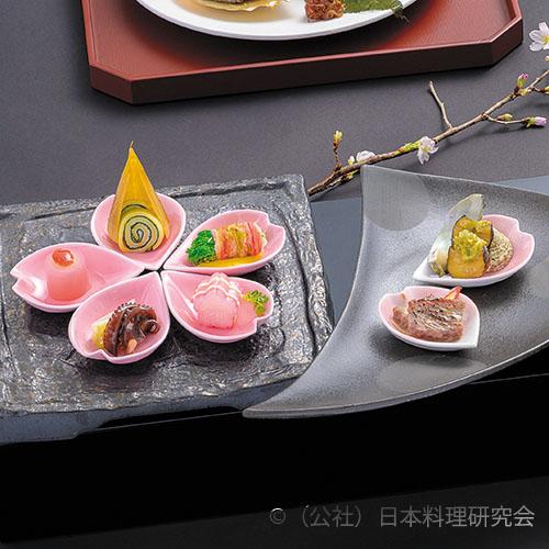 栄螺蕗味噌、独活紅梅煮、菊花蟹巻、上総牛西京