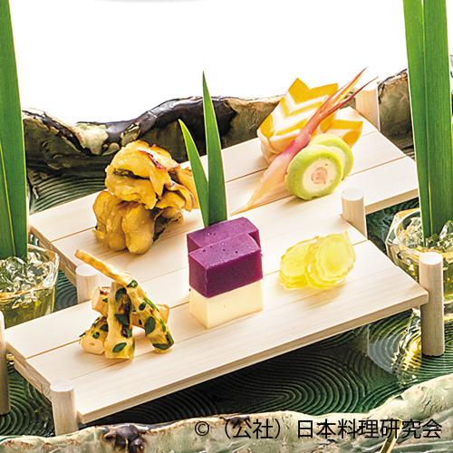 鯉蕗味噌焼、矢羽根辛子蓮根、的二身糝薯、根曲竹木の芽焼、菖蒲シャドークイーン醍醐寄せ
