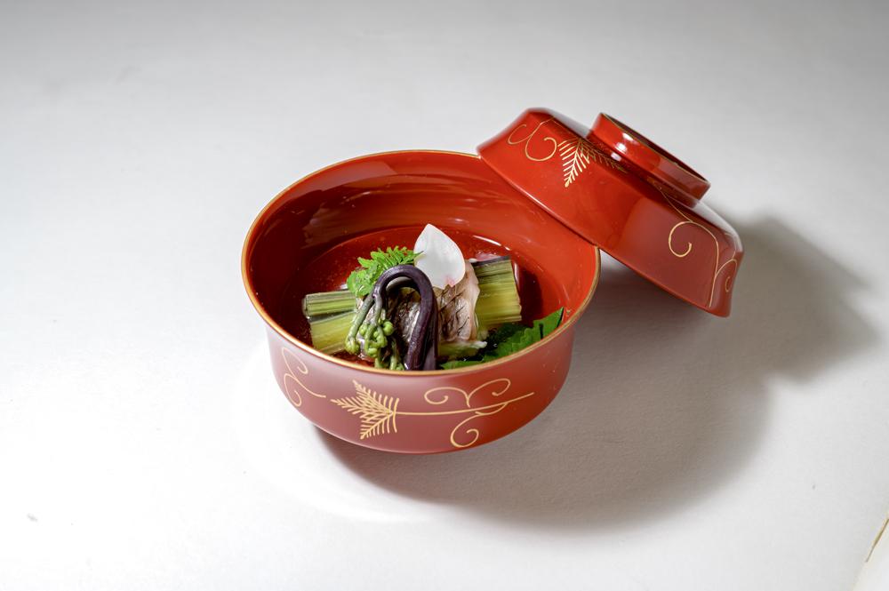 櫻鯛山菜巻(蕨、筍、蕗、鉤蕨、鈴菜、百合根、木の芽)